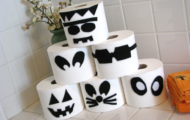 toilet paper disguises - Paper Halloween Decorations